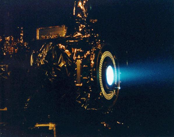 Unkonventioneller Antrieb: Ein Ionentriebwerk verleiht Dawn den nötigen Schub.