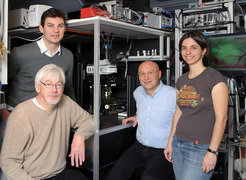 Dr. Heinz Steffens (front left), Dr. Sebastian Berning (back left),   Prof. Dr. Stefan W. Hell (middle), and Dr. Katrin Willig (right)   successfully captured high-resolution live images inside a mouse brain.