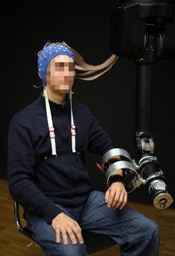 <strong>Abb. 1:</strong> Gehirn-Computer-Schnittstellen in der Schlaganfall-Rehabilitation.