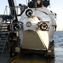 US-submersible Alvin waiting for the descent.