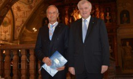 Prestigious award for Max Planck President by federal state of Bavaria