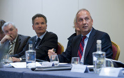 Talks on research policy: Peter Gruss, President of the Max Planck Society (right), with Robert-Jan Smits, Director-General of the Directorate-General for Research and Innovation of the European Commission (center). Left: Kurt Deketelaere, Secretary-General of the League of European Research Universities (LERU).