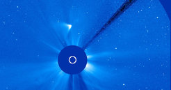 <p>The remains of ISON: On this image taken by satellite <em>Soho</em>, a tail-like structure is moving away from the sun. But now the comet is fading.</p>