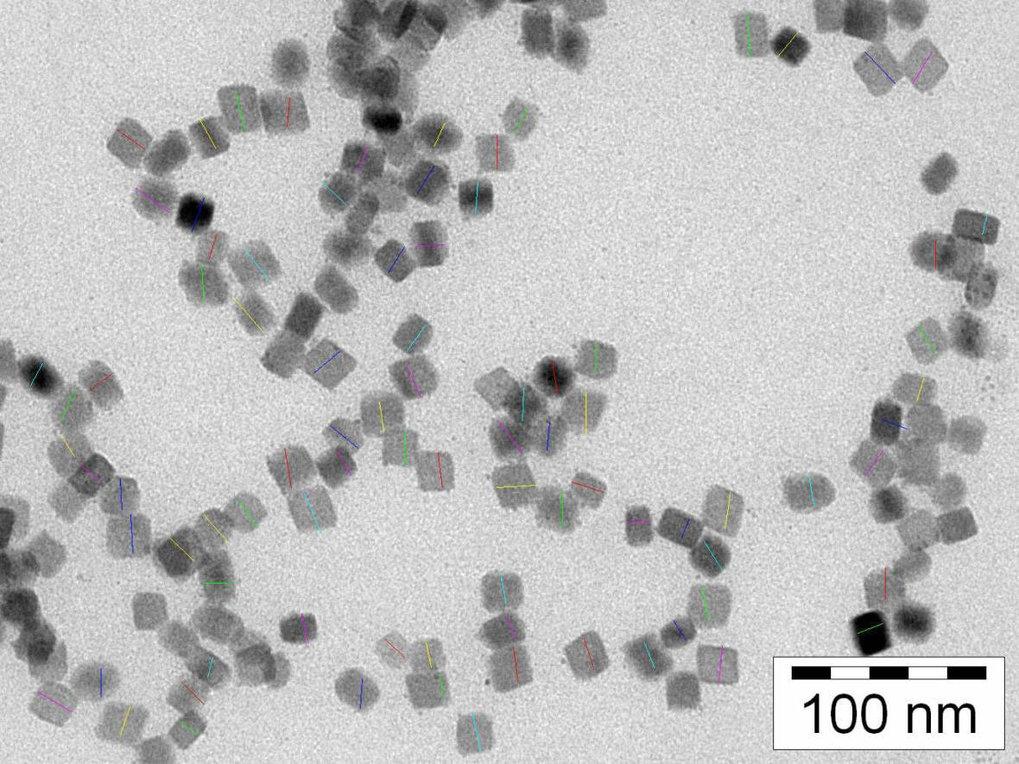 TEM-Bild von in Mikroemulsionen mit unterschiedlichen Anfangskonzentrationen der Reaktanden gefällten Bariumsulfatpartikeln: 0,1 M K2SO4 mit 0,01 M Ba
