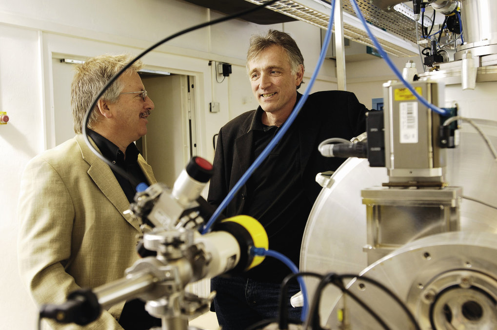 A confab of two practitioners: Günther Hasinger discusses the latest in X-ray astronomy with colleague Peter Predehl.