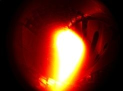 The first plasma in the Wendelstein 7-X fusion device in Greifswald presents itself with a bright glow. It consisted of helium and reached a temperature of about one million degrees Celsius.